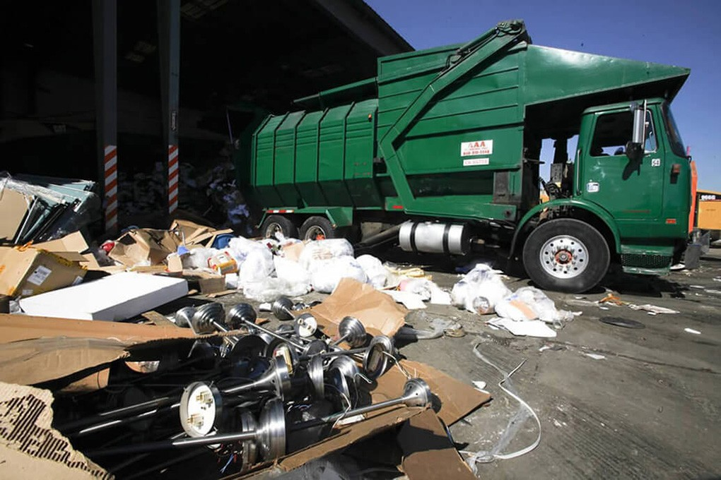 Trash Hauling-Fayetteville Dumpster Rental & Junk Removal Services-We Offer Residential and Commercial Dumpster Removal Services, Portable Toilet Services, Dumpster Rentals, Bulk Trash, Demolition Removal, Junk Hauling, Rubbish Removal, Waste Containers, Debris Removal, 20 & 30 Yard Container Rentals, and much more!